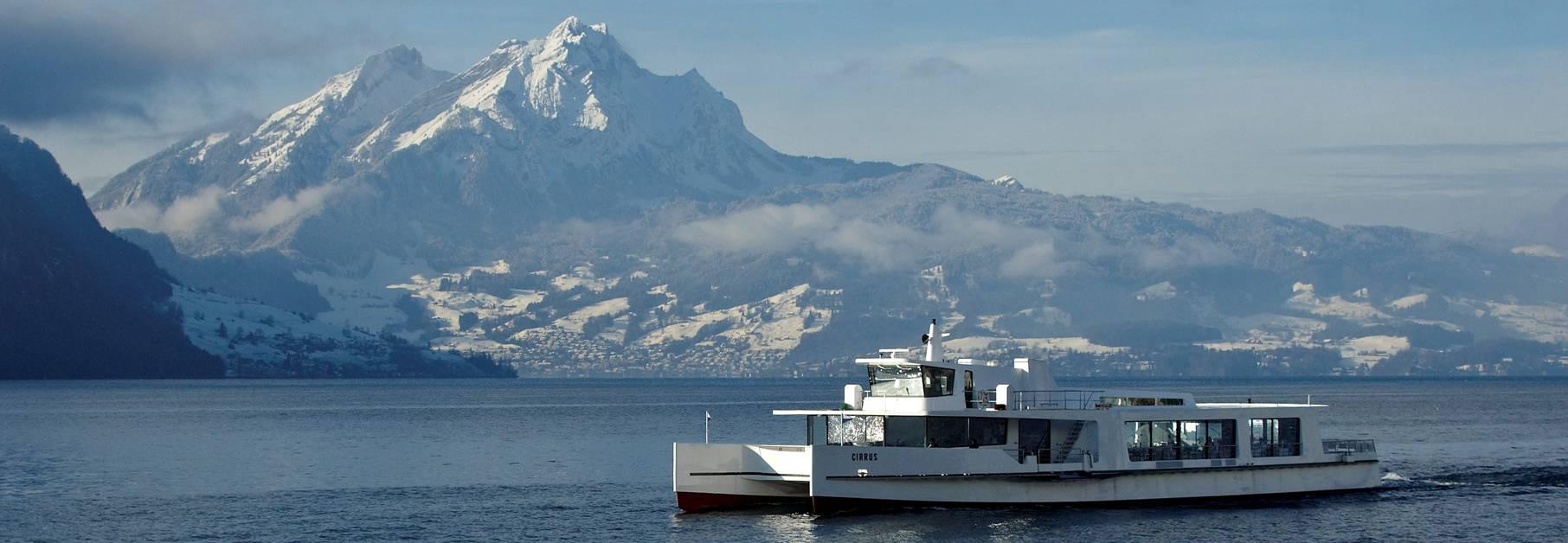 Der Katamaran Cirrus eignet sich auch bestens im Winter für einen privaten Event.