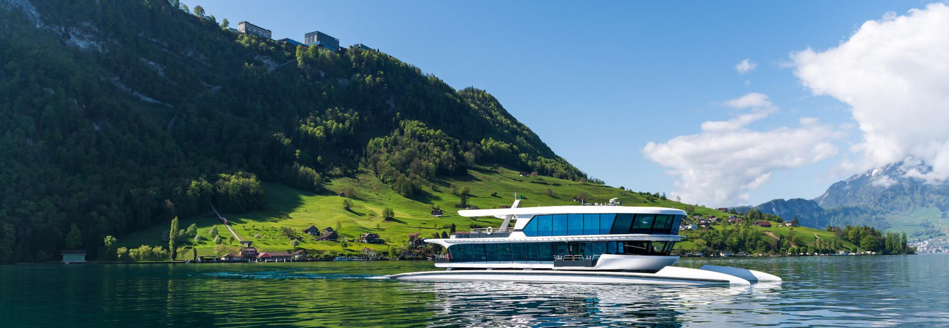 MS Bürgenstock auf der Rückfahrt von Kehrsiten-Bürgenstock nach Luzern.