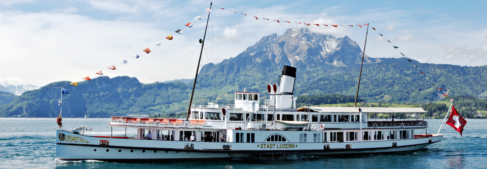 The steamship Stadt Luzern laterally in front of the Pilatus in fine weather.