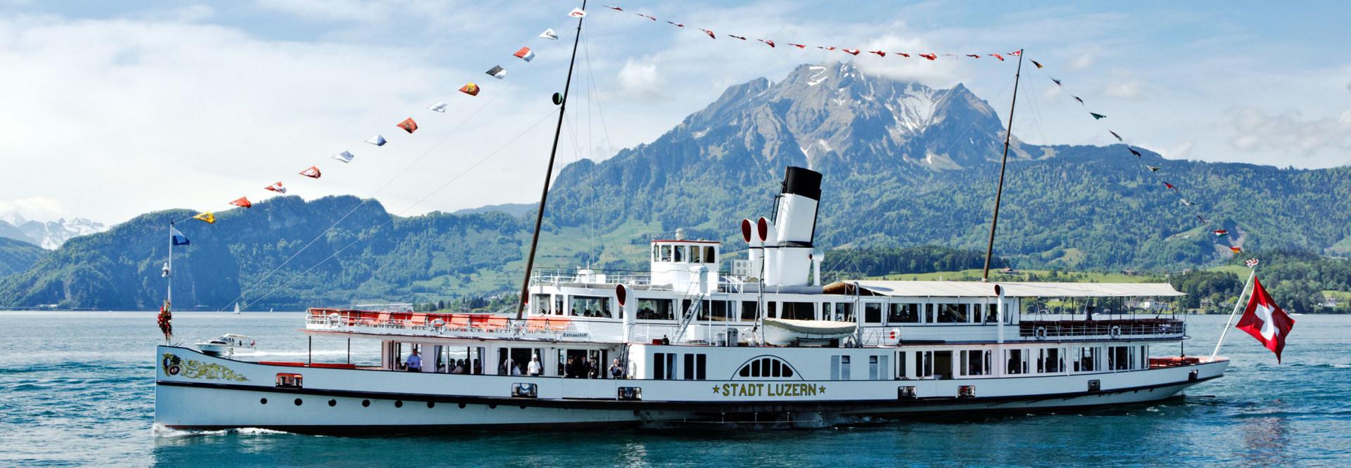 Dampfschiff Stadt Luzern vor dem Pilatus