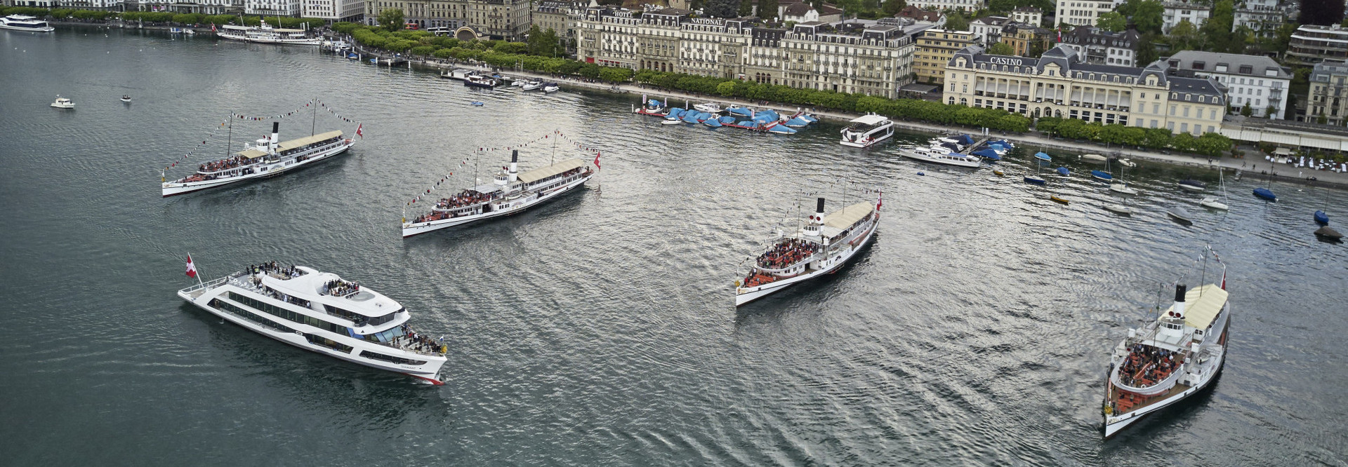 Vier Dampfschiffe begrüssen das MS Diamant
