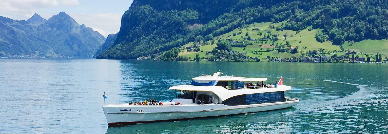 Die Panorama-Yacht Saphir bietet im Sommer die ideale Location für ausgelassene Aperos.