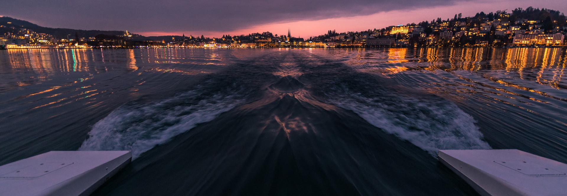 Auch gegen Abend ist eine Schifffahrt auf dem Vierwaldstättersee einzigartig.