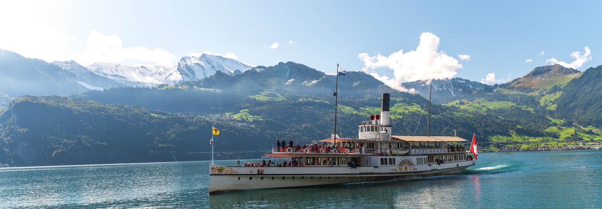 Das Dampfschiff Uri auf dem Vierwaldstättersee.