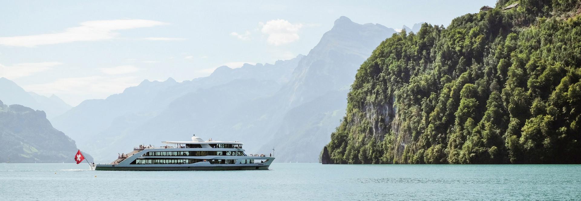 Das Motorschiff Diamant erfüllt für eine Rundfahrt im Urnersee alle Bedingungen.